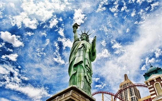 Fondos de pantalla Estatua de la libertad, cielo azul, nubes, ciudad, Estados Unidos