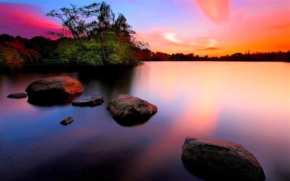 Fondos de pantalla Atardecer, piedras, árboles, lago