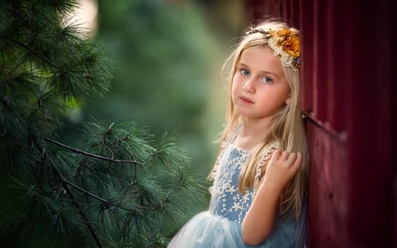Fond d'écran Fille enfant blonde, pin