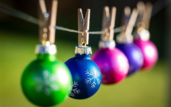 Papéis de Parede Bolas de Natal coloridas, pinças de roupa, bokeh