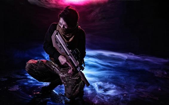 Fondos de pantalla Hombre uso auto-rifle, arma