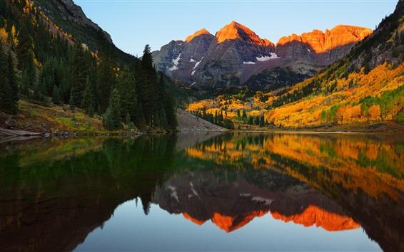 壁紙 マルーン湖、山、木々、水の反射、アメリカ