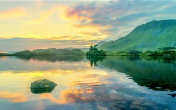 Fond d'écran Montagnes, vert, lac, réflexion de l'eau, nuages, Pays de Galles