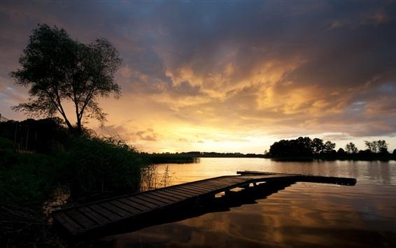 Fond d'écran Pier, crépuscule, pont, lac, nuages, coucher de soleil