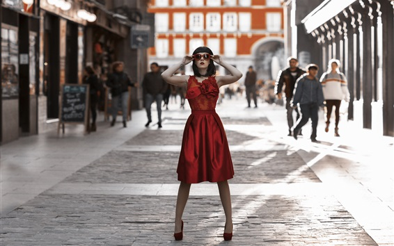 배경 화면 도시 거리, 선글라스에 빨간 치마 소녀 스탠드