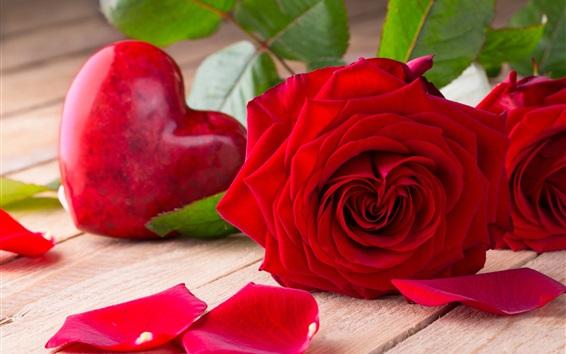 壁紙 バレンタインデー、赤いバラ、愛の心