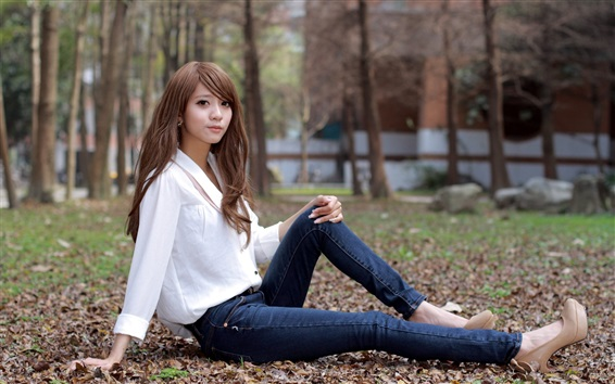 Обои Молодая азиатская девушка, сидеть, белая рубашка