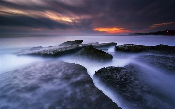Fond d'écran Babadan Beach, Bali, Indonésie, mer, rochers, coucher de soleil