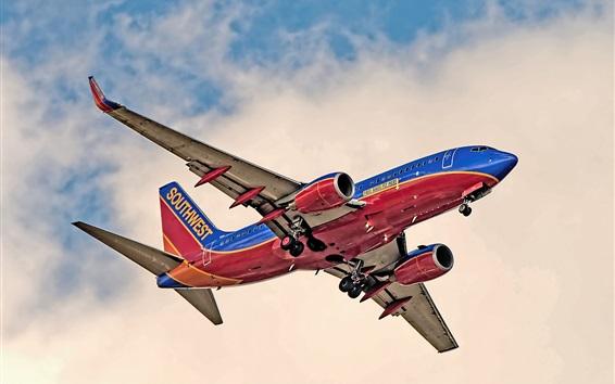 Обои Полет самолета Boeing 737, вид снизу