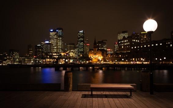 Fond d'écran Nuit de la ville, bâtiments, lumières, banc, lampes, rivière