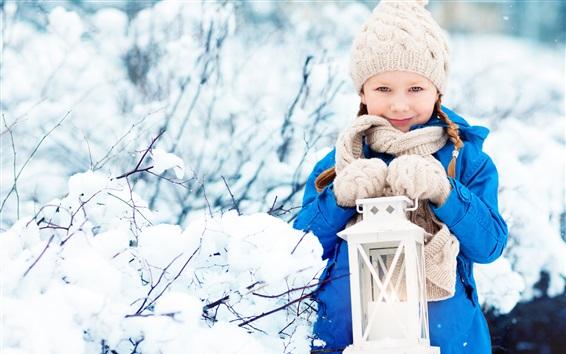 Papéis de Parede Sorria criança menina, casaco, chapéu, cachecol, lanterna, neve, inverno
