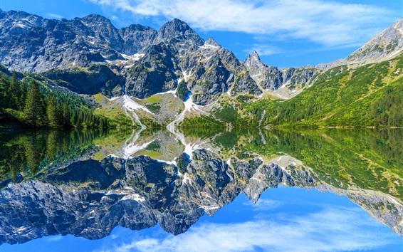 Papéis de Parede Montanhas Tatra, lago, reflexão da água, árvores, nuvens, Polônia