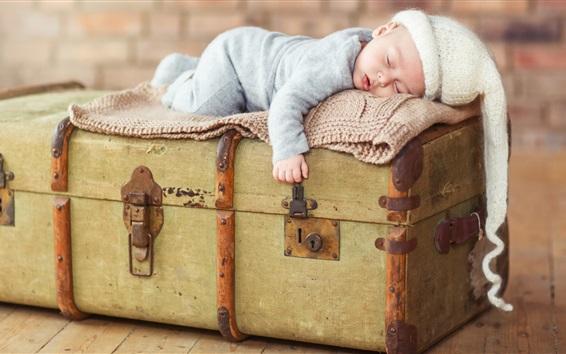 Обои Симпатичный детский сон на чемодане