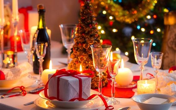 Fondos de pantalla Regalo, velas, tazas de cristal, árbol de Navidad, vino, luces