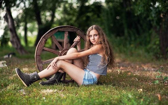 Обои Девушка и колесо