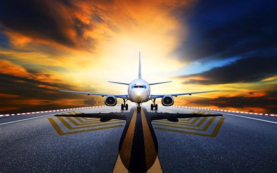 Обои Пассажирский самолет, вид спереди, взлетно-посадочная полоса, асфальт, восход солнца