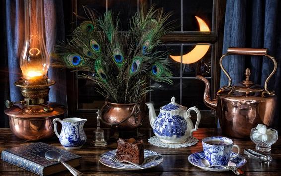 Fond d'écran Nature morte, thé, tasses, plumes de paon, fenêtre, lampe, lune