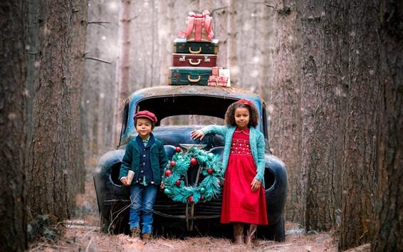 Fond d'écran Enfant fille et garçon, voiture cassée, valise