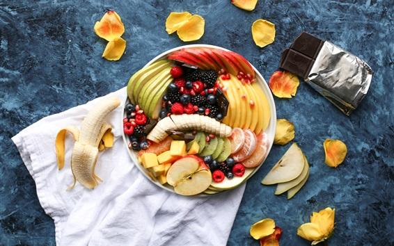 Fond d'écran Dessert de fruits, tranches, pétales, chocolat