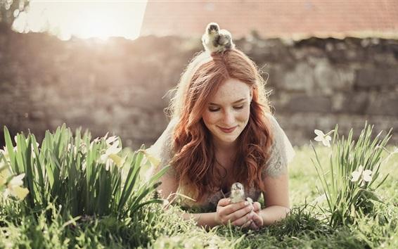 Обои Девушка и цыплята, цветы