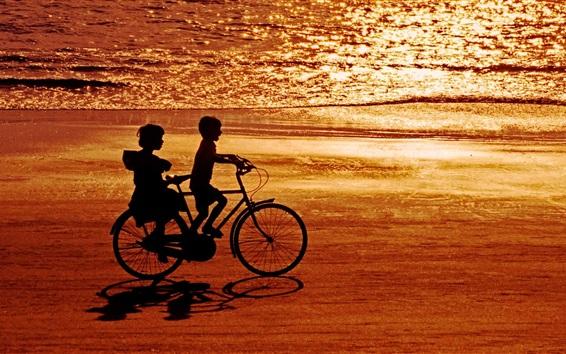 Fond d'écran Enfance heureuse, childs, vélo, mer, plage, coucher de soleil