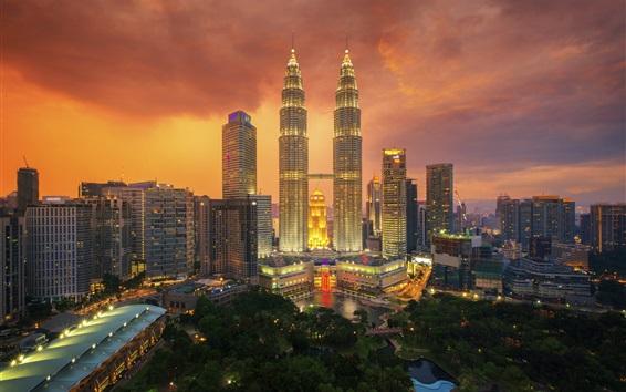 Papéis de Parede Kuala Lumpur, noite da cidade, arranha-céus, luzes, céu, nuvens, Malásia