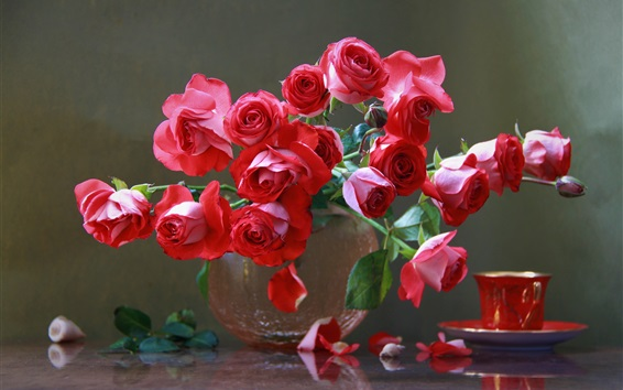 壁紙 赤いバラ、花束、花瓶、カップ