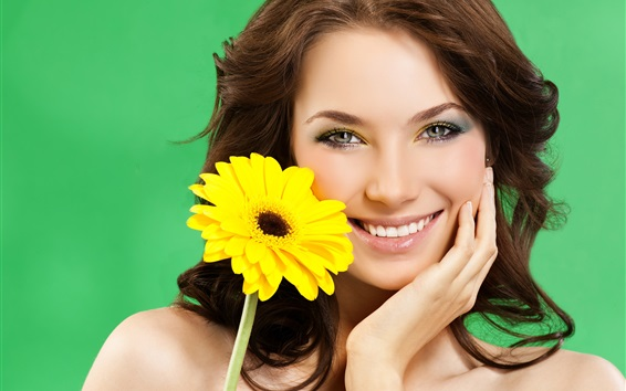Fond d'écran Sourire fille, fleur jaune