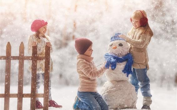 Fond d'écran Heureux childs, jouer au bonhomme de neige, neigeux, hiver