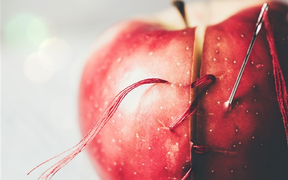 Обои Красное яблоко, игла, нитка