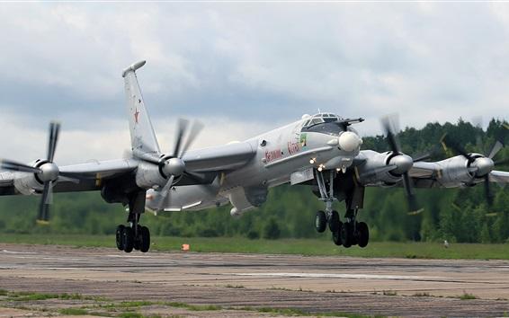 Обои Туполевский самолет Ту-142М взлетает