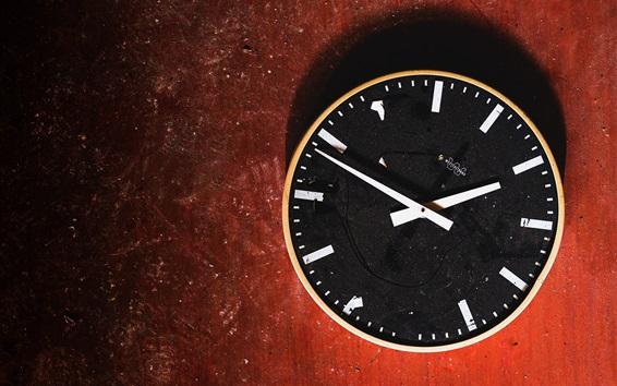 Fond d'écran Horloge noire, mur rouge
