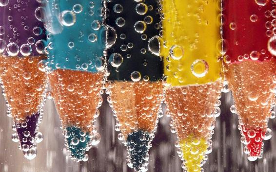 壁紙 カラフルな鉛筆、泡、水