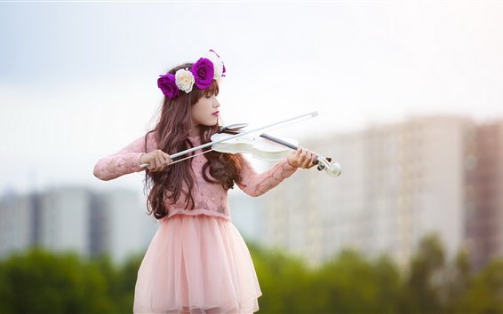 Wallpaper Girl play a white violin