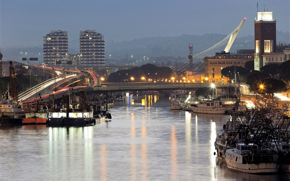 Fond d'écran Italie, Abruzzes, ville, soirée, rivière, bateaux, lumières, routes