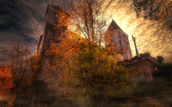 Hintergrundbilder Mystisches Schloss, Bäume, Wolken, Herbst, Dämmerung