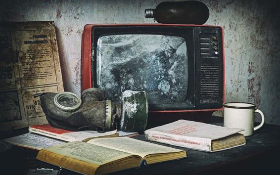 Fond d'écran Vieille télé, masque, livres, tasse