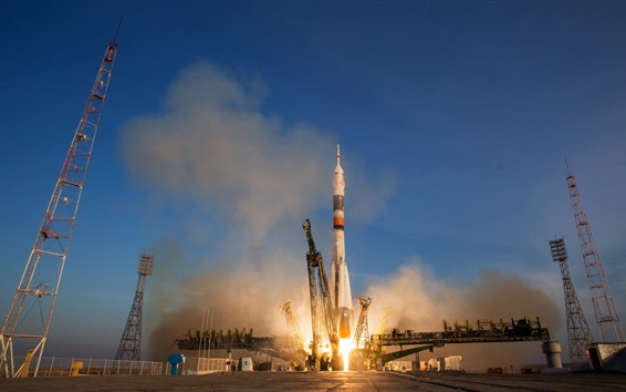 Обои Ракета-носитель «Союз ТМА-19М» стартует в космос