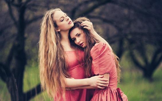 Hintergrundbilder Zwei rote Rock Mädchen, Umarmung