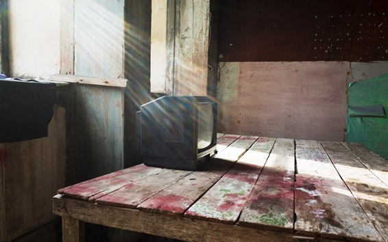 Fond d'écran Table en bois, vieille télé, fenêtre, rayons de soleil