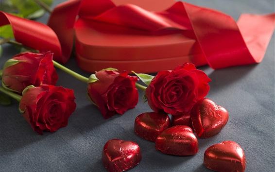 Обои Красные розы, любовь конфеты сердца, шоколад, романтичный