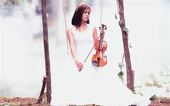 Обои Белая юбка девушка играет на скрипке, качели