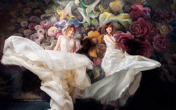 Wallpaper Beautiful two Asian girls, bride, painting wall