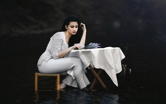Papéis de Parede Garota de cabelo preto, mesa, cadeira, água