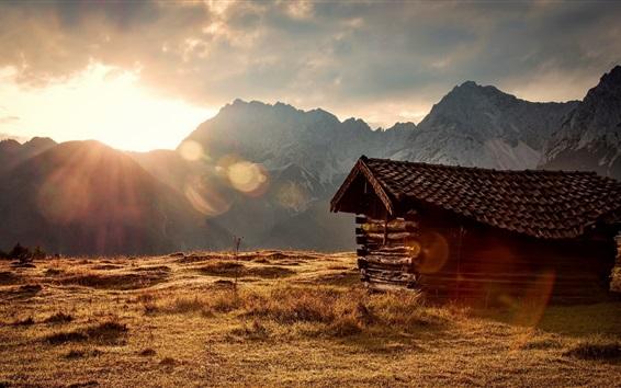Papéis de Parede Grama, montanhas, raios de sol, cabana de madeira, manhã