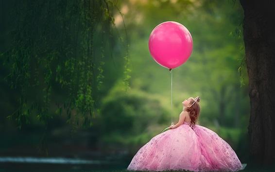 Papéis de Parede Menina criança jogar um balão rosa