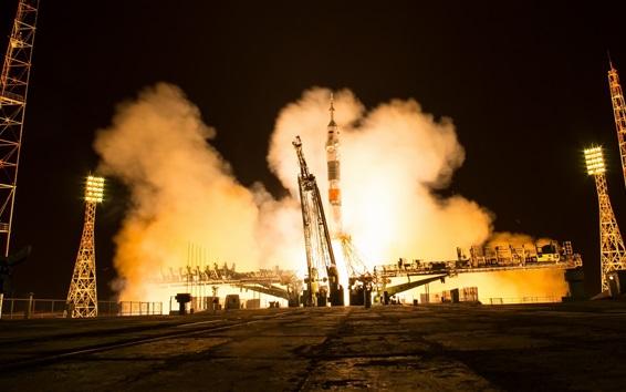 Fond d'écran La sonde spatiale russe Soyouz MS-08 prête à être lancée