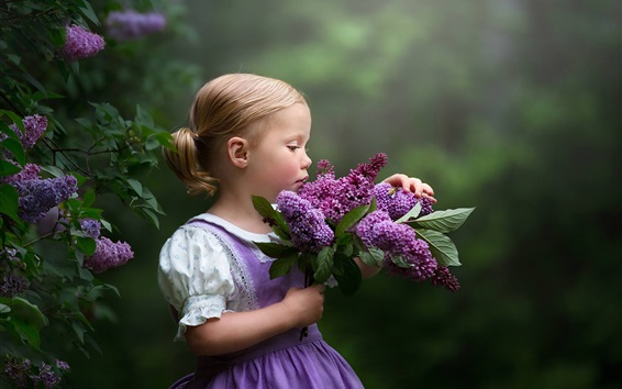 Wallpaper Cute little girl and lilac flowers