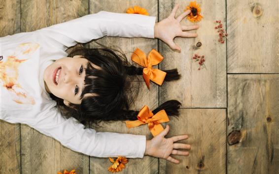 壁紙 かわいい女の子、手、ひも、笑顔