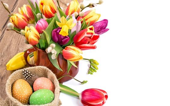 壁紙 イースター、カップ、カラフルなチューリップの花、卵